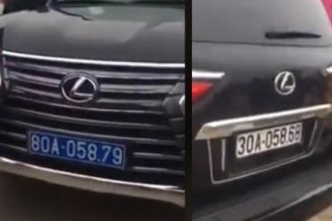Ô tô hạng sang đeo 2 biển cùng một lúc ở chùa Tam Chúc.
