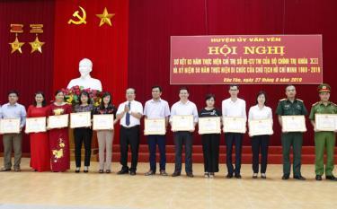 Năm 2019, nhiều tập thể, cá nhân điển hình tiên tiến trong học tập làm theo Bác được tặng giấy khen của UBND huyện Văn Yên.