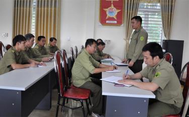 Công an xã Tân Hương triển khai nhiệm vụ đấu tranh phòng chống tội phạm.