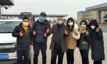 Các tình nguyện viên trong nhóm tài xế chuyên đưa các nhân viên y tế, những người vừa về quê ăn Tết, từ tây bắc Hồ Bắc trở lại Vũ Hán.