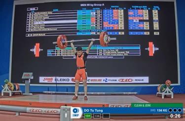 Đỗ Tú Tùng thực hiện thành công mức tạ 136kg.