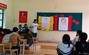 Một buổi sinh hoạt của Câu lạc bộ trẻ em xã Phúc Lợi, huyện Lục Yên.