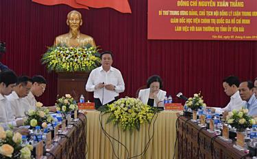 Đồng chí Nguyễn Xuân Thắng - Bí thư Trung ương Đảng, Chủ tịch Hội đồng Lý luận Trung ương, Giám đốc Học viện Chính trị Quốc gia Hồ Chí Minh đề nghị Học viện nghiên cứu và nhân rộng mô hình Đề án 11 của Tỉnh ủy Yên Bái tại các địa phương trong cả nước.