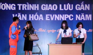 """Thông qua Chương trình """"Giao lưu gắn kết lan tỏa văn hóa EVNNPC"""" do Điện lực Yên Bái tổ chức đã góp phần xây dựng hình ảnh người lao động ngành điện văn minh, lịch sự, chuyên nghiệp."""