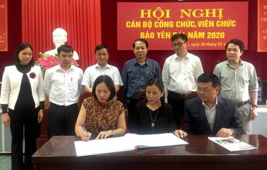 Các tổ Công đoàn cơ sở Báo Yên Bái đã tổ chức ký kết giao ước thi đua năm 2020 .