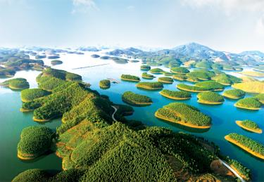 Thac Ba Lake, which is considered Ha Long Bay on land, is inviting investment.
