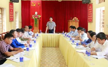 Đồng chí Luyện Hữu Chung - Bí thư Huyện ủy Văn Yên kiểm tra công tác xây dựng Đảng ở xã Phong Dụ Thượng.