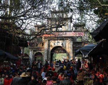 Hình ảnh trong ngày khai hội chùa Hương - Xuân Canh Tý 2020.