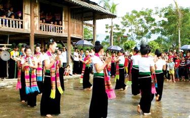 Múa xòe là nghi thức không thể thiếu trong mỗi dịp lễ hội của người Thái Mường Lò.