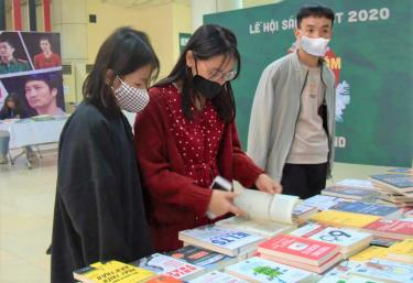 Tiếp tục tìm kiếm Đại sứ văn hóa đọc để lan tỏa tình yêu đọc sách. Ảnh minh họa