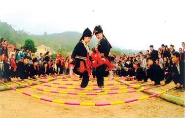 Bản sắc văn hóa được tỏa sáng trong các lễ hội xuân ở các địa phương của tỉnh Yên Bái. (Ảnh: Hoàng Đô)