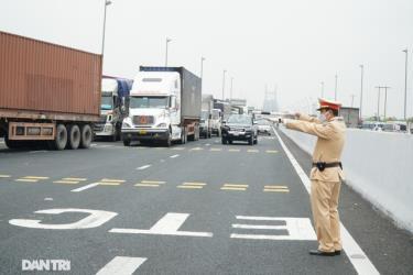 Khôi phục hoạt động vận tải hành khách đường thủy nội địa, đường bộ nội tỉnh (trừ hoạt động vận tải khách trên địa bàn thị xã Đông Triều)