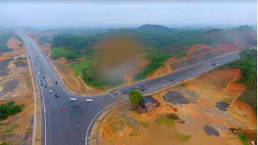 Yên Bái phấn đấu đến năm 2030, 100% tuyến đường được xây mới, nâng cấp, cải tạo đảm bảo an toàn giao thông theo quy định. (Ảnh: Một góc tuyến đường nối quốc lộ 32C với cao tốc Nội Bài - Lào Cai).