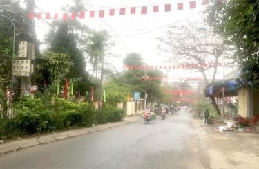 Hành lang, lòng lề đường trên tuyến đường Nguyễn Đức Cảnh đã trở nên thông thoáng sau những giải pháp quyết liệt của phường Yên Thịnh.