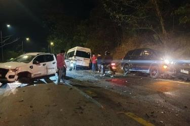 Hiện trường vụ tai nạn tông xe liên hoàn