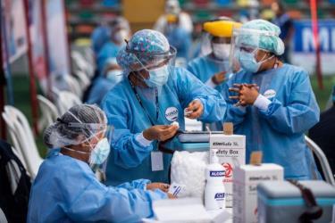 Sự khan hiếm vắc xin Covid-19 đang kéo theo những bê bối trong chương trình tiêm chủng vắc xin ở nhiều quốc gia. (Ảnh minh họa)