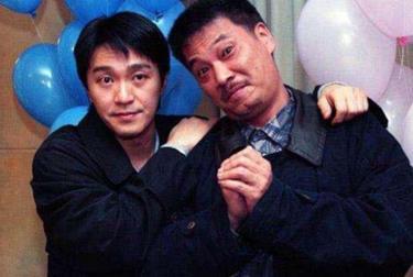Tài tử Ngô Mạnh Đạt (bên phải) từng đóng nhiều phim với Châu Tinh Trì.