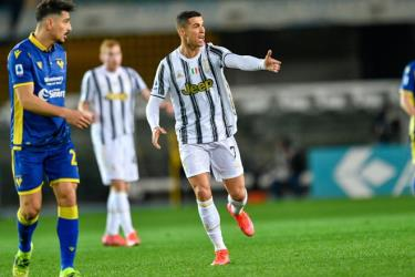 Ronaldo ghi bàn, Juventus vẫn bị cầm hòa.