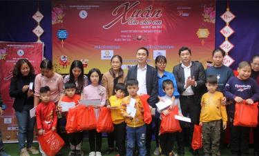 The Vietnam Relief Association for Handicapped Children and donors present gifts to children with disabilities at Huong Giang centre.