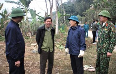 Lãnh đạo Huyện ủy Lục Yên thường xuyên bám sát cơ sở giải quyết khó khăn của người dân.