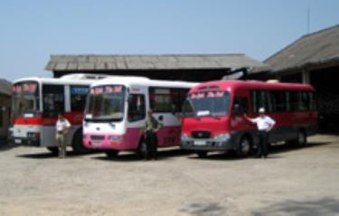 Đội vận tải du lịch với đội ngũ cán bộ nhiệt tình và phương tiện mới sẵn sàng phục vụ hành khách.