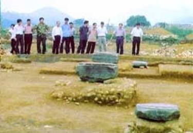Những ụ sỏi có thể là của một ngôi chùa hoặc của một gác chuông.