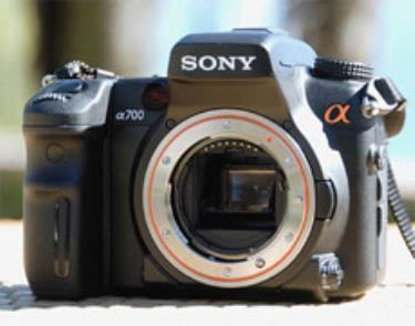 A700 là model D-SLR thứ hai của Sony. Ảnh: Letsgodigital.