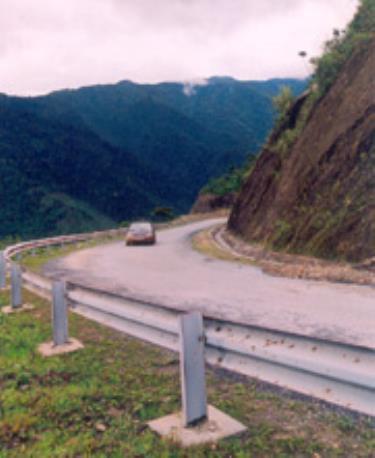 Đường lên huyện Mù Cang Chải. Ảnh: Nguyễn Đình