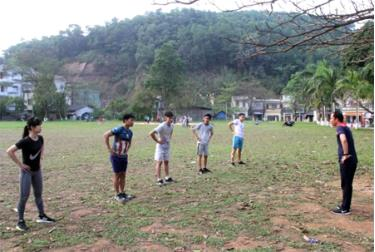 Học sinh Trường THPT Trần Nhật Duật tích cực tập luyện.