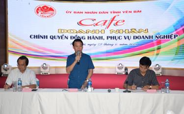 "Chairman of the provincial People's Committee Do Duc Duy replies to businesses' opinions at the ""Entrepreneur Cafe"" in June 2019."