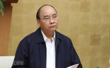 PM  Nguyen Xuan Phuc orders strict nationwide social distancing rules, starting April 1.