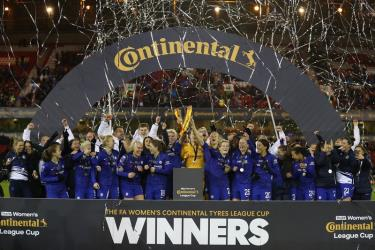 CLB nữ Chelsea đăng quang chức vô địch League Cup của bóng đá nữ Anh.