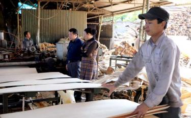 Yen Bai province pays attention to and seeks measures to address difficulties of local firms.