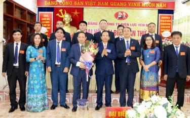 Ban Chấp hành Đảng bộ Công ty Điện lực khóa XVI nhiệm kỳ 2020 - 2025 ra mắt Đại hội