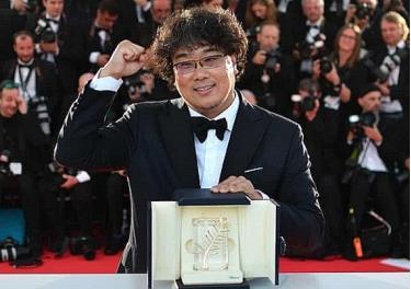 Đạo diễn Bong Joon Ho đã đem lại vinh quang cho Hàn Quốc với Cành cọ vàng tại LHP Cannes 2019.