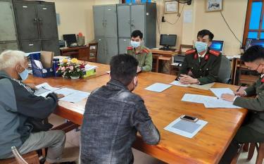 Công an huyện Lục Yên xử phạt 2 trường hợp về hành vi thông tin sai sự thật về dịch COVID-19 trên mạng xã hội.