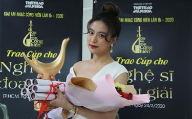 Ca sĩ Hoàng Thùy Linh nhận 4 giải.