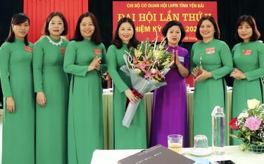 Ban Chấp hành Chi bộ Cơ quan Hội LHPN tỉnh nhiệm kỳ 2020 - 2025 ra mắt Đại hội