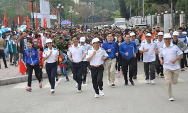 Phong trào thể thao quần chúng luôn thu hút sự hưởng ứng của các đồng chí lãnh đạo tỉnh, các ban, ngành, địa phương, lực lượng vũ trang và đông đảo nhân dân.