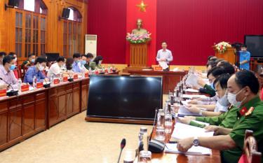 Đồng chí Dương Văn Tiến- Phó Chủ tịch UBND tỉnh, Phó Trưởng ban thường trực Ban Chỉ đạo phòng, chống dịch COVID-19 tỉnh chủ trì buổi làm việc với Ban Chỉ đạo phòng, chống dịch COVID-19 huyện Văn Chấn.