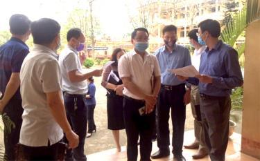 Lãnh đạo huyện và ngành chức năng kiểm tra khu cách ly tập trung tại thị trấn Mậu A.