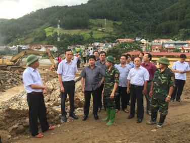 Đoàn công tác Bộ Nông nghiệp-Phát triển nông thôn đi khảo sát khu vực bị lũ quét tại Mù Cang Chải, Yên Bái năm 2017.