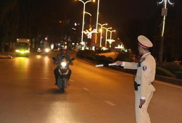 Công tác tuần tra, kiểm soát được lực lượng cảnh sát giao thông triển khai đồng bộ trên các tuyến đường, nhất là trong các khung giờ cao điểm.