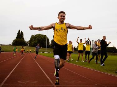 Grant là người một chân chạy nhanh nhất thế giới.
