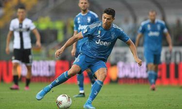 Ronaldo giảm lương theo đề nghị của Chiellini.