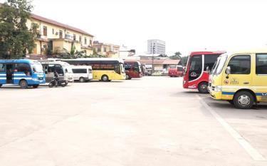 Bến xe khách Yên Bái vắng vẻ do nhiều người dân hạn chế đi lại.