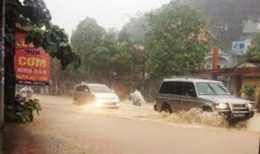 Người dân cần chủ động ứng phó với mưa diện rộng dễ xảy ra ngập úng cục bộ trong các tuyến đường trong thành phố.