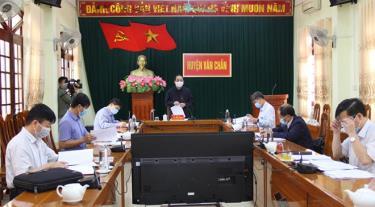 Đồng chí Phó Chủ tịch Thường trực UBND tỉnh Tạ Văn Long phát biểu kết luận buổi làm việc.