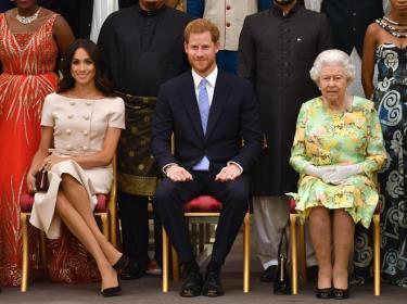 Hoàng tử Harry chính thức từ bỏ chức vụ trong chế độ quân chủ ở Anh.