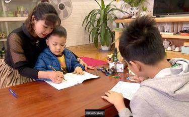 Giáo viên mầm non tư thục nhận trông trẻ và tìm việc làm thêm trong lúc tạm nghỉ việc vì dịch bệnh Covid-19.